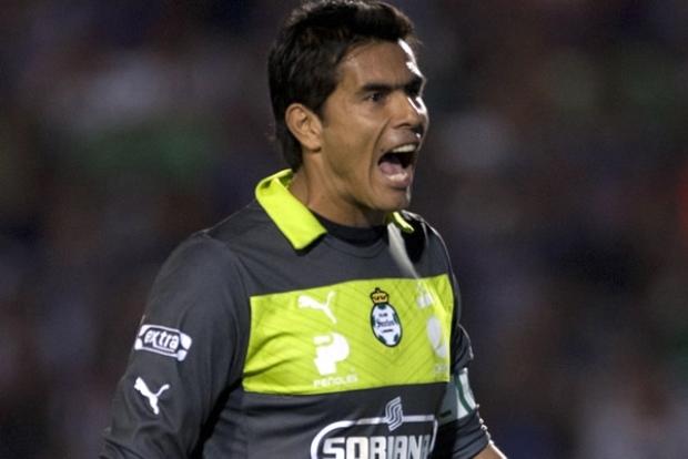 Oswaldo reclama grandeza para Santos