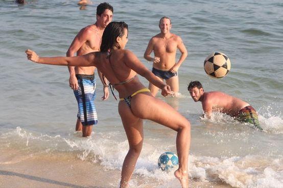http://www.futbolsapiens.com/wp-content/uploads/2014/05/bruna-marquezine11.jpg