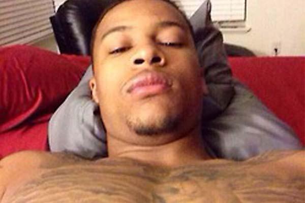 jugador de la NBA completamente desnudo