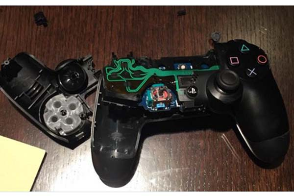 Carvajal destruye control de PlayStation