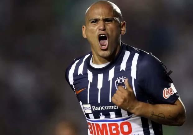 Humberto Suazo se retira del futbol