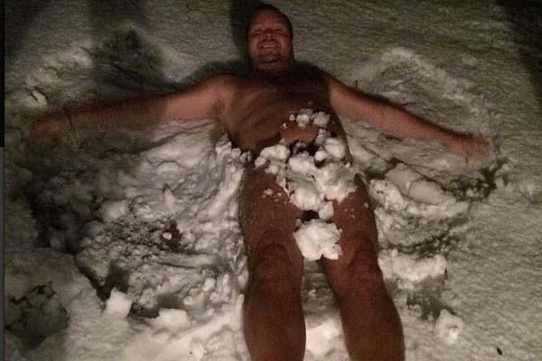 Ex futbolista sueco sube desnudo a Instagram