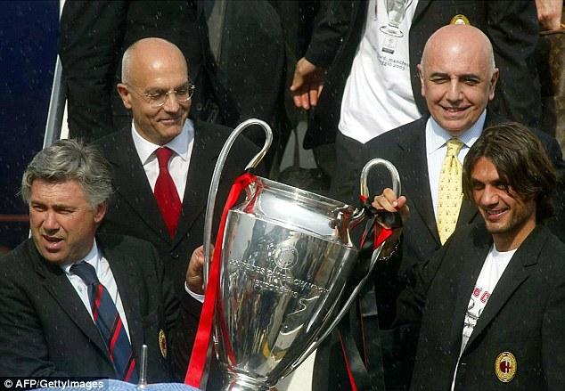 Carlo en sus tiempos de gloria con el Milán
