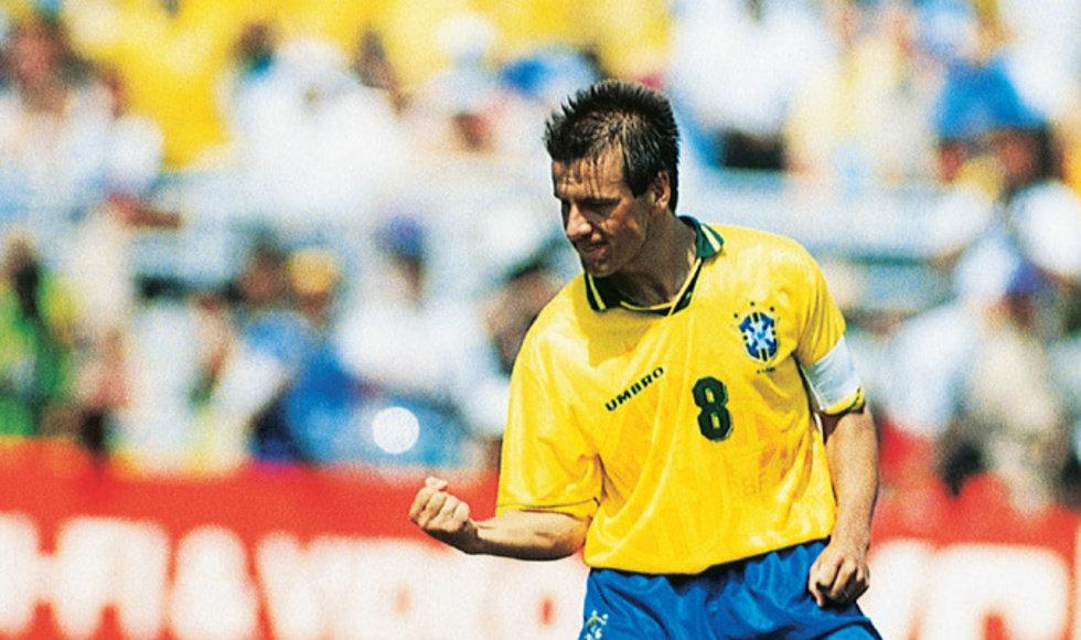 Dunga en sus tiempos como capitán de Brasil