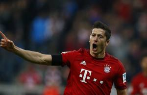 Bayern Munich's Robert Lewandowski reacts after scoring a gal during their German first division Bundesliga soccer match against Wolfsburg in Munich, September 22, 2015.    REUTERS/Michael Dalder  DFL RULES TO LIMIT THE ONLINE USAGE DURING MATCH TIME TO 15 PICTURES PER GAME. IMAGE SEQUENCES TO SIMULATE VIDEO IS NOT ALLOWED AT ANY TIME. FOR FURTHER QUERIES PLEASE CONTACT DFL DIRECTLY AT + 49 69 650050.   - RTX1RXG1