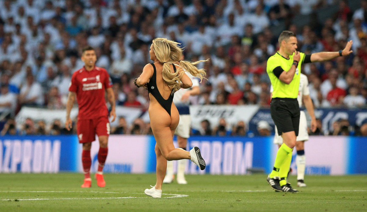 La rubia que invadió la final de la Champions League